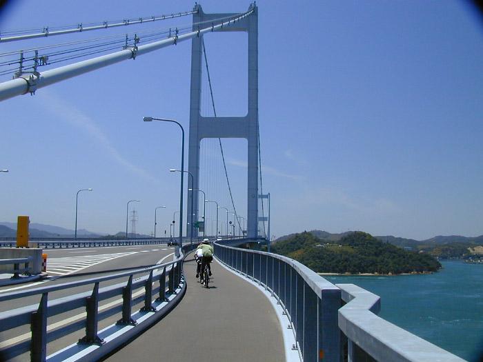 来島海峡大橋の橋上
