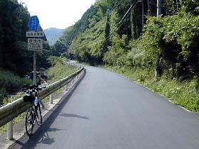 県道33号・下狭川付近
