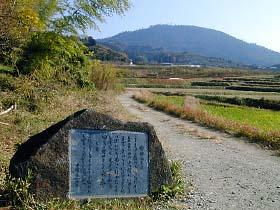額田王の歌碑と三輪山