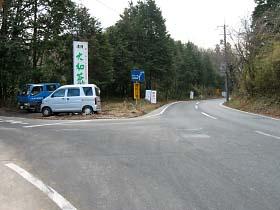 須山の分岐点を左折。右は県道奈良名張線。