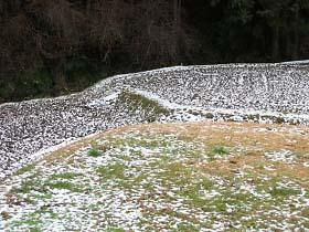 田んぼにはうっすらと雪が・・・。
