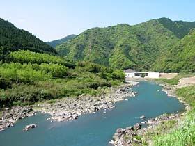 (右)大井町付近の那賀川