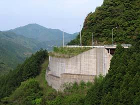 崖っぷちを行く県道19号