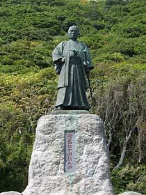 中岡晋太郎像