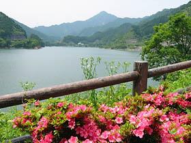 錫杖湖と錫杖ヶ岳