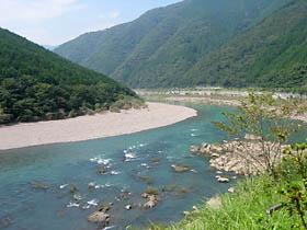 田野々付近の四万十川