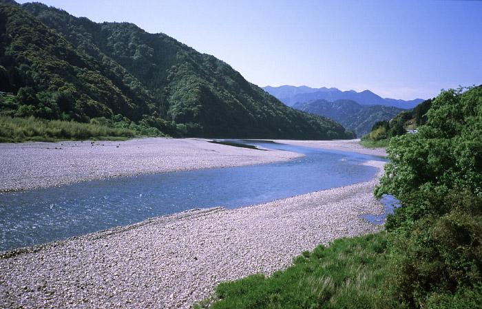 熊野川町四滝付近の北山川