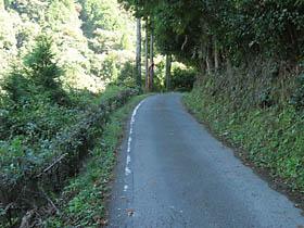 円明寺付近の狭路