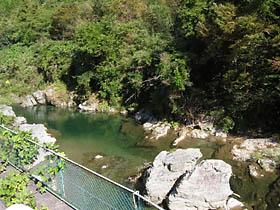 釜滝付近の真国川