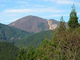 加杖坂トンネル前より高見山