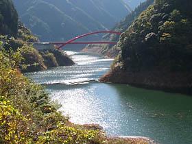 奥香肌湖と辻堂橋