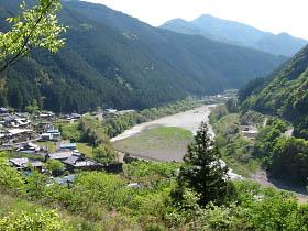 打尾付近より日高川を見下ろす