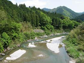 本郷の橋から見た櫛田川